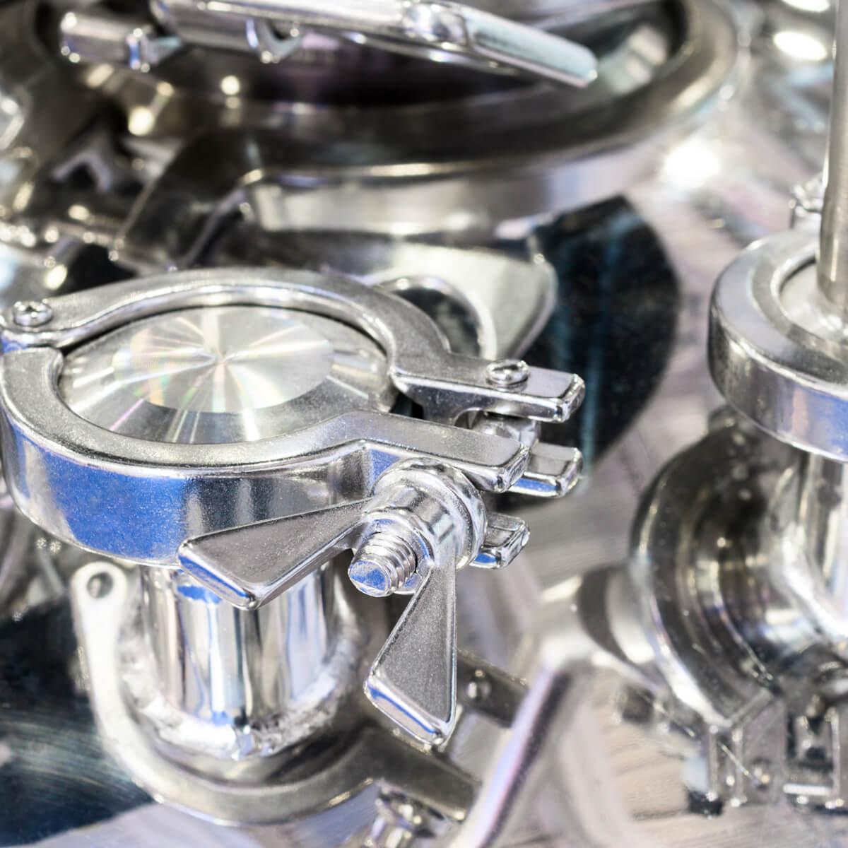 <ul> <li>الرفع إلى المستوى الصناعي للتطورات التي سبق الحصول عليها في المختبر</li> <li>الحصول على الكتل الحيوية والمواد الطافية باستخدام المبيدات الحيوية، مضادات الفطريات والمحفزات الحيوية وغيرها</li> <li>توليد البادئات بكميات كبيرة لتخمير الطبقة الأساس الصلبة على نطاق واسع</li> </ul>
